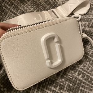 Authentic Marc Jacobs bag this season & worn 3 times for Sale in San Antonio, TX