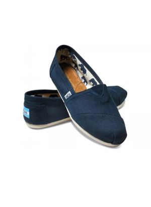 TOMS Women's classic solid canvas slip on flats shoes for Sale in Arlington, VA