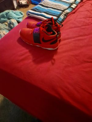 Red and black Nike Shoes size 6Y for Sale in Batesburg-Leesville, SC