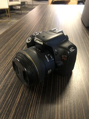 Canon Rebel T2i + Sigma 30mm f1.4 EX lens for Sale in Coral Gables, FL