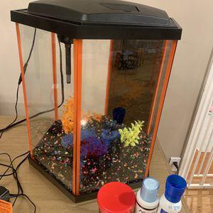 Aqueon NeoGlow LED Hexagon Fish Tank / Aquarium Kit, 8 gallon for Sale in Los Angeles, CA
