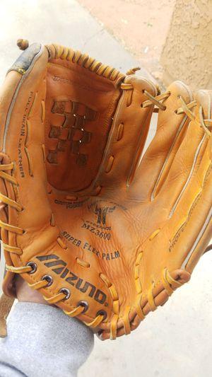 Mizuno softball or baseball glove for Sale in Avondale, AZ