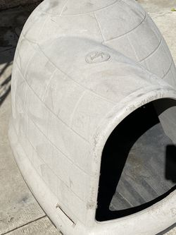 Dog Igloo for Sale in Fresno,  CA