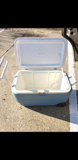 Hielera grande muy Buena for Sale in Dallas, TX