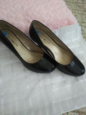 Bandolino black heels for Sale in House Springs, MO
