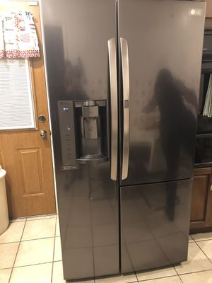 LG Refrigerator- Like New for Sale in Oxon Hill, MD