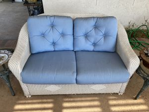 7 pc White Wicker Outdoor Furniture w/new cushions for Sale in Beverly Hills, CA