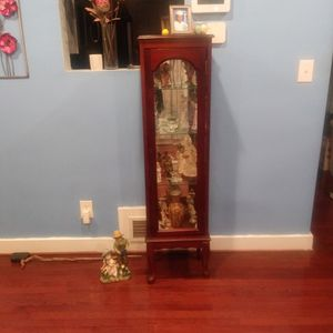 Hey Small Glass Case For Trophies And Whatnot That You Want To Keep Precious To You for Sale in District Heights, MD