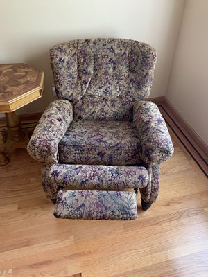 2 recliners and side table for Sale in Danville, CA
