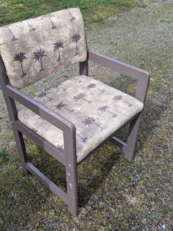 Chair for Sale in Lakewood,  WA