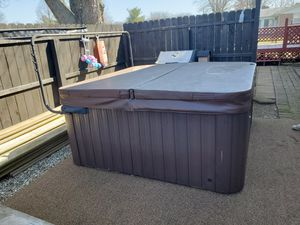 Hot tub for Sale in Bellefontaine, OH
