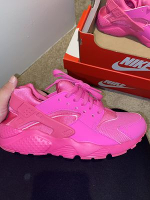 hot pink huaraches 6Y for Sale in Sacramento, CA