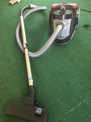 vacuum for floor (needs repair) for Sale in Raleigh, NC