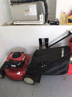 Lawn mower only 3months old. Pick up only for Sale in Kissimmee, FL