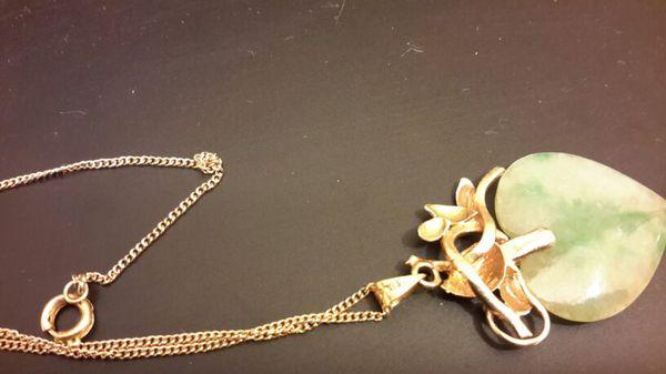 14K marked gold Jade Heart Pendant Necklace Rare & Unique