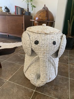 Elephant wicker hamper for Sale in Las Vegas, NV