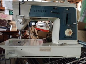 Nice Singer sewing machine for Sale in Stockton, CA