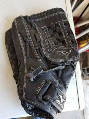 "14"" lefty Mizuno baseball softball glove broken in for Sale in Bellflower, CA"
