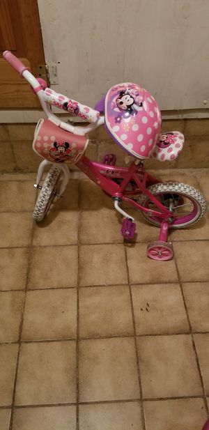 Minnie mouse 12in bike and helmet for Sale in Pembroke Pines, FL