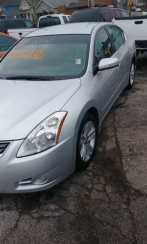 2012 Nissan Altima 3.5 V6 Miles 88000 looks and runs like new all power new tires $5500 Cash for Sale in Indianapolis, IN