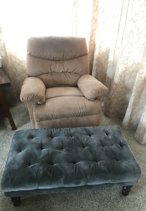 Recliner chair and Autumn for Sale in Upland, CA