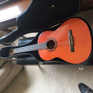 Yamaha acoustic guitar , a classic, located in Coral Springs for Sale in Coral Springs, FL