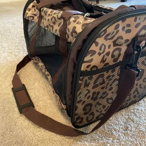 Cat / Pet Carrier for Sale in Los Angeles, CA