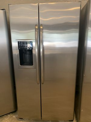 GE stainless refrigerator for Sale in New Caney, TX
