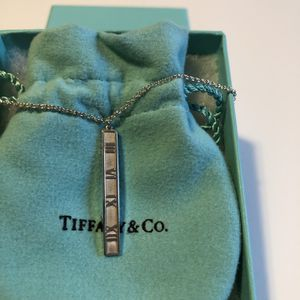 Authentic Tiffany &Co. Atlas pendant, sterling silver , 16 inch , excellent condition for Sale in Queens, NY