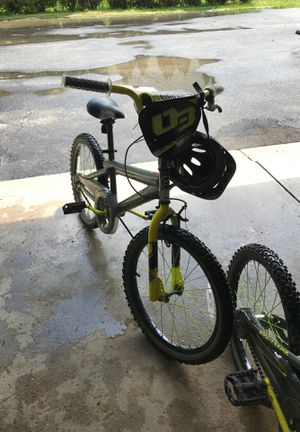 BRAND NEW Magna Boys Bike with Helmet for Sale in Moreland Hills, OH