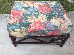 BEAUTIFUL BAMBOO RATTAN FOOTSTOOL OR OTTOMAN *CHECK OUT ALL MY OFFERS * SERIOUS BUYERS PLEASE (FIRM ON PRICE) for Sale in Miami, FL