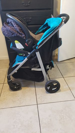 Urbini car seat, base and reversible stroller for Sale in Bakersfield, CA