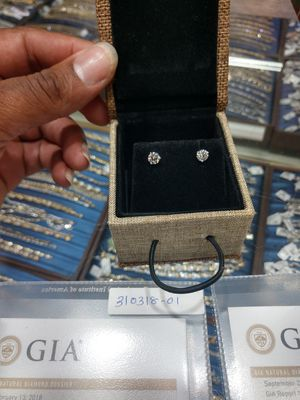 CERTIFIED VS1 DIAMOND STUDS 1CT for Sale in Stone Mountain, GA