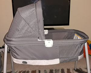 Chicco Lullago Deluxe Portable Bassinet for Sale in Austell, GA