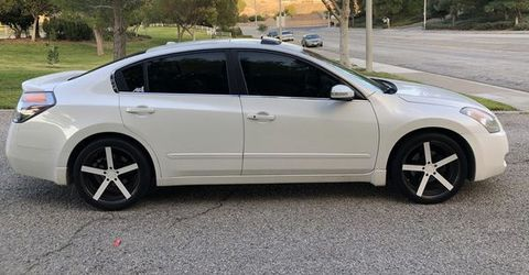 2oK9 Gasoline Fuel Nissan Altima Full Condition for Sale in Southern View,  IL