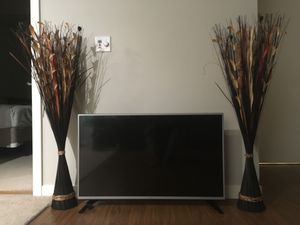 Complete set: TV + Tv stand + tv decor for Sale in Seattle, WA