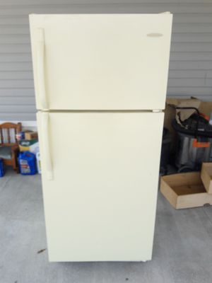 Frigidaire refrigerator for Sale in Tampa, FL