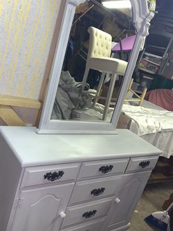 BEDROOM SET; DRESSER/MIRROR AND TWO SIDE TABLES for Sale in Orlando,  FL