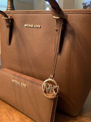 Michael Kors matching set handbag & wristlet wallet NEW for Sale in Garland, TX