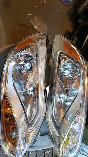 Ford Focus headlight assembly for Sale in Big Canoe, GA