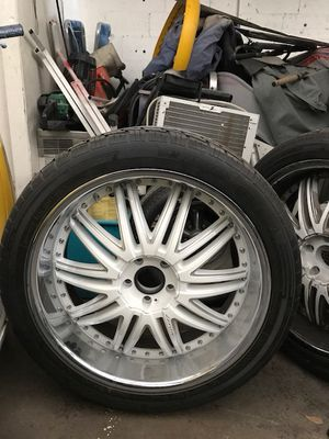 """24"""" White Lexani Rims with Tires. Rims and Tires in great condition. Only used for 6 months. Tires are basically new. Missing the caps for Sale in Pompano Beach, FL"""