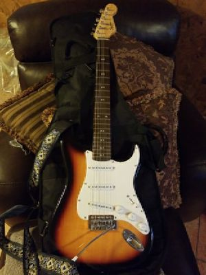 FENDER Squier bullet strat black and brown guitar working with case for Sale in Waterbury, CT