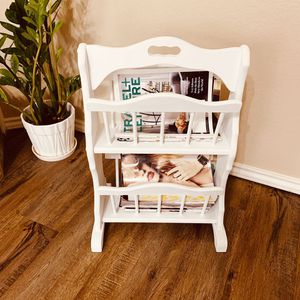 Wood white magazine holder for Sale in Lubbock, TX