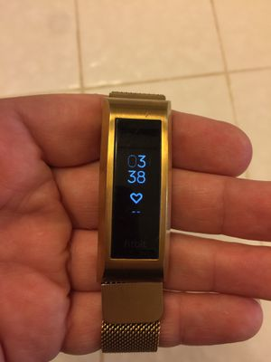 Fitbit Alta HR & 4 deluxe bands for Sale in Modesto, CA