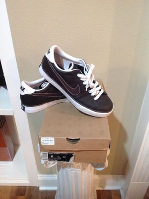 Like new: Men's NIKE brown leather tennis shoes for Sale in Clinton, LA