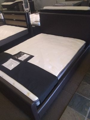 Queen size platform bed frame with Pillow Top Innerspring Mattress included for Sale in Peoria, AZ