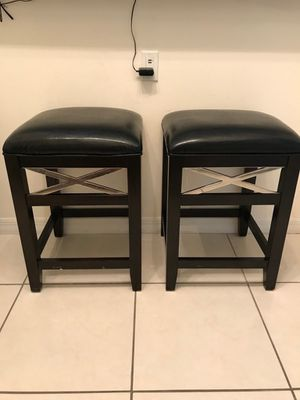 24 inch bar stools for Sale in Hialeah, FL