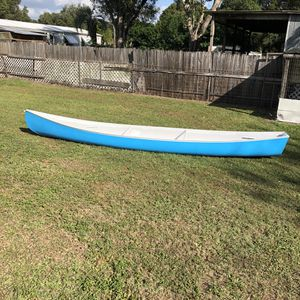 Canoe 17 Ft Fiberglass for Sale in Zephyrhills, FL