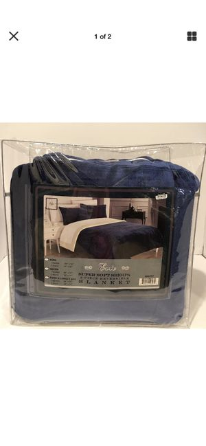 Evie 2 pcs plush micro suede sherpa blanket twin x-long navy pillow shams included for Sale in Fall River, MA