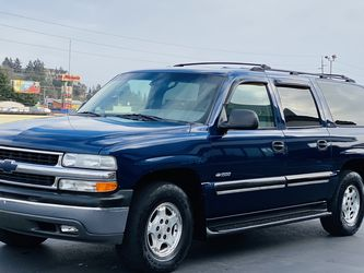 2001 Chevy Suburban 4x4 3rd Row Miles 100k Only !!! for Sale in Tacoma,  WA